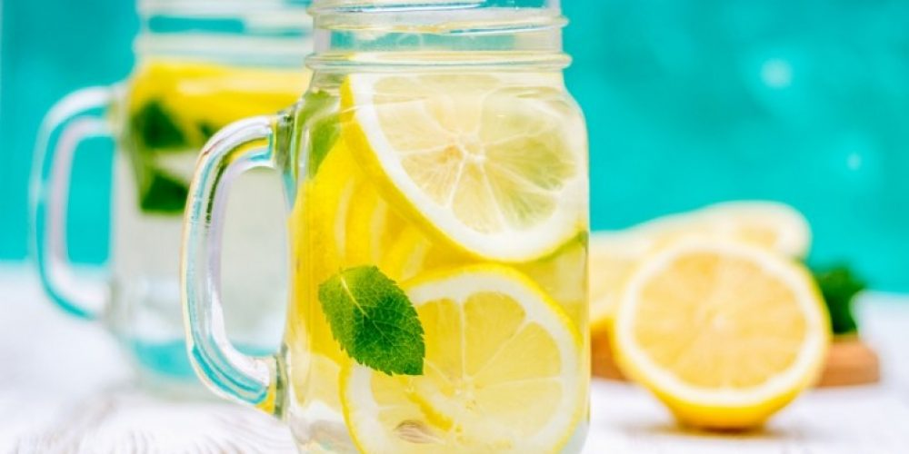 7 Ways Your Body Benefits from Lemon Water
